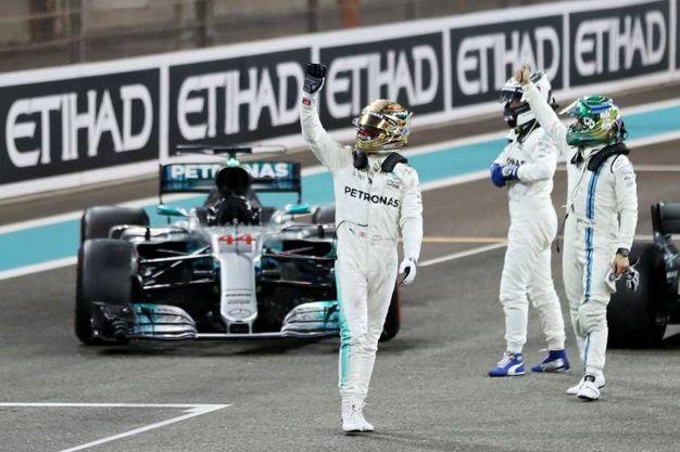 Hamilton e Bottas festeggiano dopo la gara (Afp)