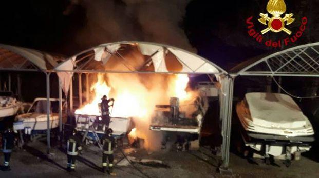 Incendio imbarcazioni a Senato di Lerici