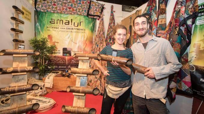 """Arte Javane"" realizza in Indonesia amplificatori per smartphone in bambù"
