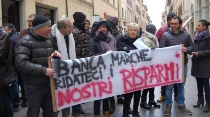 Una protesta dei risparmiatori