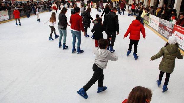 Una pista di pattinaggio sul ghiaccio