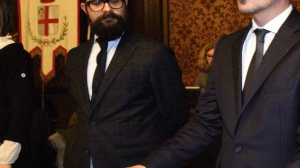 Mattia Palazzi durante il Consiglio Comunale (Lapresse)
