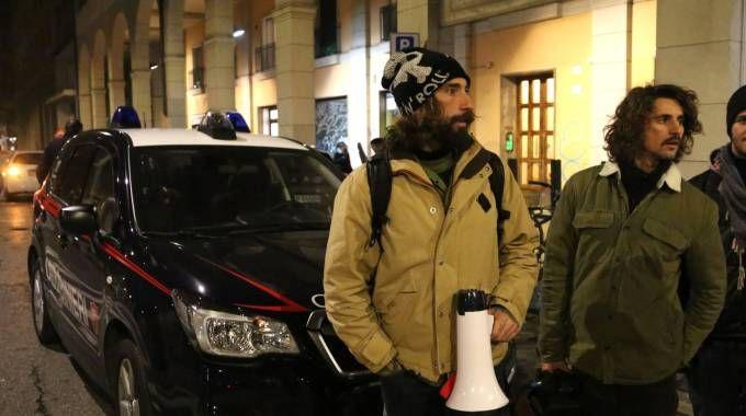 Vittorio Brumotti con il suo megafono dopo l'ultima aggressione