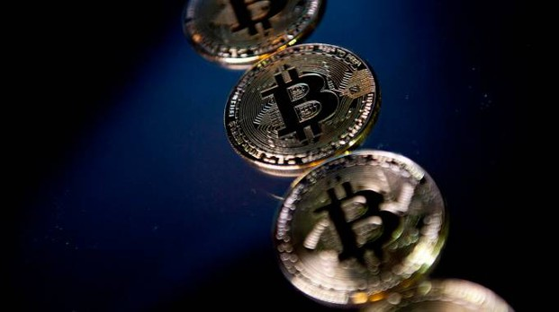 Bitcoin, valore sulle montagne russe (foto Afp)