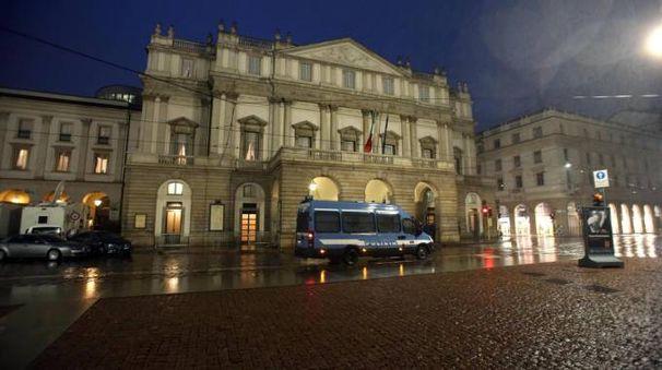 Il teatro alla Scala (Ansa)