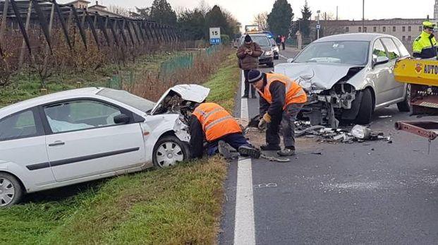 Le due auto si sono scontrate frontalmente (foto Donzelli)