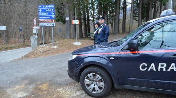 I carabinieri sul luogo del ritrovamento del corpo