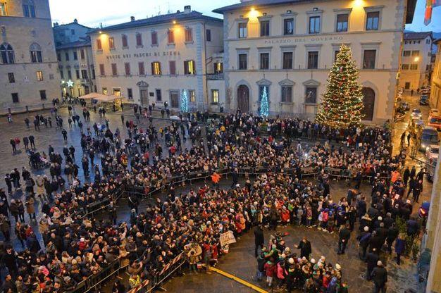 L'accensione dell'albero di Natale (foto Castellani)