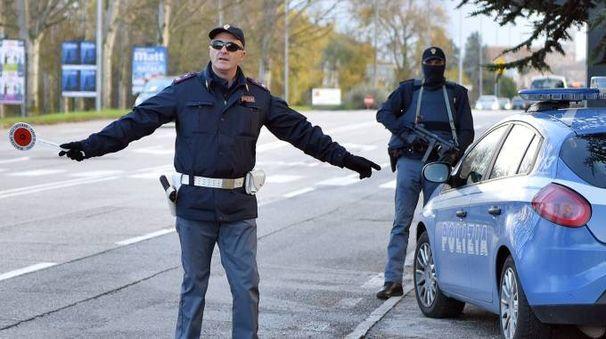 Controlli della polizia tra Porto Recanati e Civitanova (foto d'archivio)