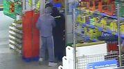 I rapinatori all'Eurospin di Montecchio ripresi dalle telecamere