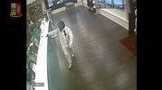 Un frame della rapina al Wincity di Pesaro