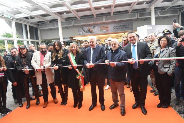 L'inaugurazione con il ministro Galletti e il presidente di BolognaFiere, Gianpiero Calzolari  (foto Schicchi)