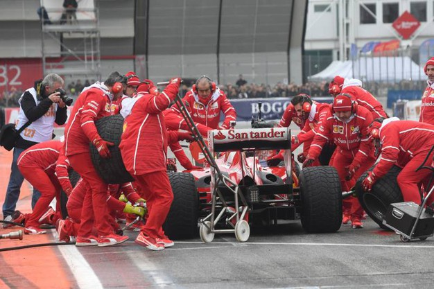 Il pit stop Ferrari, un grande ritorno (foto Schicchi)