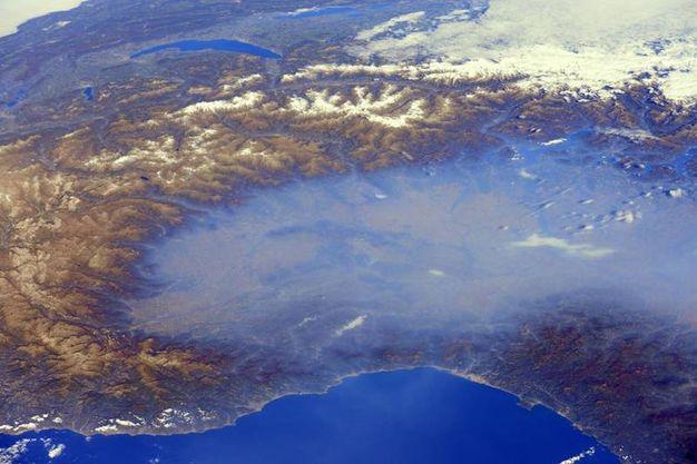 Immagine della Pianura Padana inquinata diffusa dalla Dire