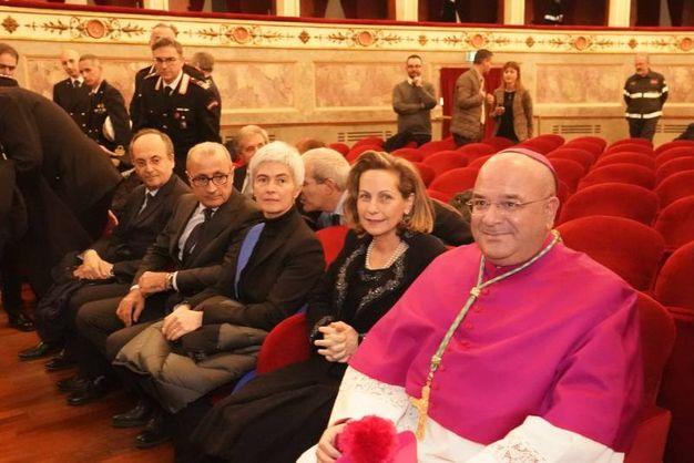 Il saluto alle autorità civili al teatro dell'Aquila (Foto Zeppilli)
