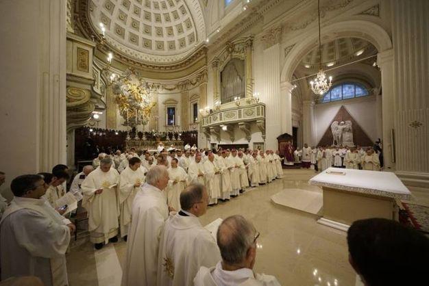 La luce della grande chiesa torna a splendere dopo la chiusura per il terremoto (foto Zeppilli)
