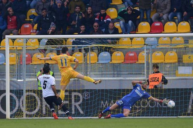 Il gol di Laribi (foto LaPresse)
