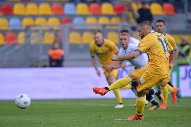 Dionisi realizza il gol del 2-2 (foto LaPresse)