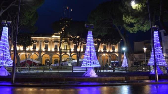 Il Municipio illuminato per Natale (foto Bruno Baffoni - Giancarlo Pari)