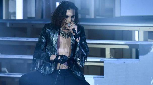 Damiano, frontman dei Maneskin sul palco di 'X Factor' (Lapresse)