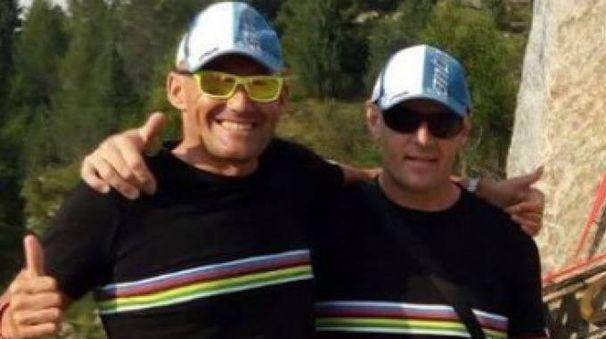 Stefano Cecini e Pierre Amighini, ipovedente, l'estate scorsa sul passo del Mortirolo. I due hanno un obiettivo sportivo