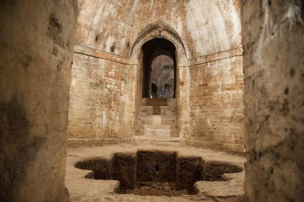 La cisterna ottagonale, degna ambientazione per un romanzo gotico (foto Schicchi)