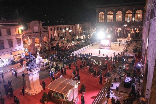 Natale a Rimini, l'accensione delle luminarie e l'inaugurazione della pista di ghiaccio (foto Pasquale Bove)