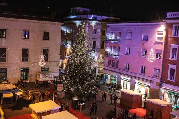 Grande festa a Rimini in piazza Cavour (foto Pasquale Bove)