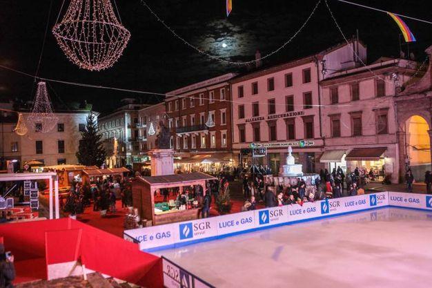Taglio del nastro della pista di ghiaccio Rimini Christmas Square (foto Pasquale Bove)