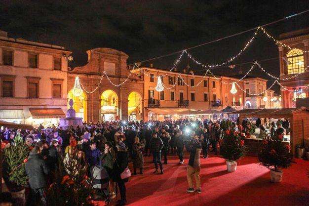 Piazza Cavour vestita a festa (foto Pasquale Bove)