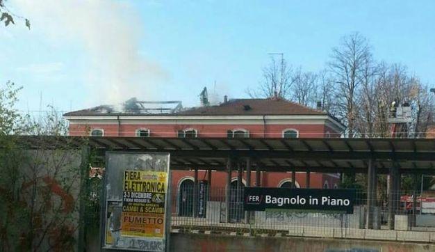 Fiamme alla stazione di Bagnolo