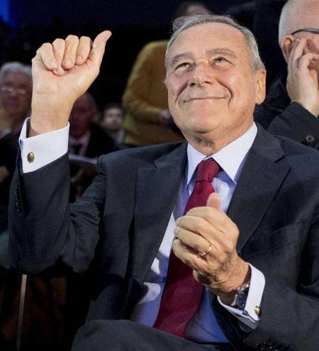 Pietro Grasso incoronato leader di 'Liberi e uguali' (Ansa)