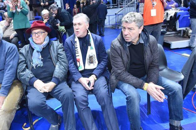 Spettatori d'eccezione al PalaDozza: Alberto Bucci e Carlo Ancelotti (foto Schicchi)