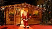 La casetta di legno di Babbo Natale (foto Ravaglia)