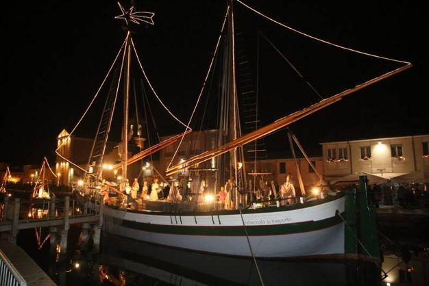 Le barche della Sezione Galleggiante del Museo della Marineria sono il palcoscenico del Presepe della Marineria (foto Ravaglia)
