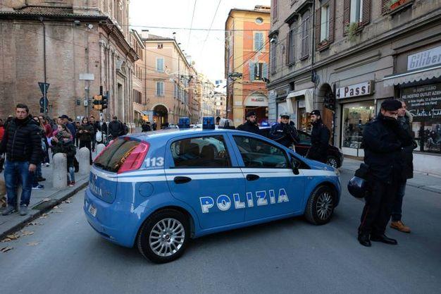 Il coreto presidiato dalle forze dell'ordine (foto Fiocchi)