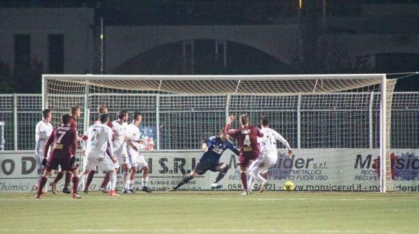 Derby Pontedera-Pisa, gol di Risaliti (Sarah Esposito/Fotocronache Germogli)