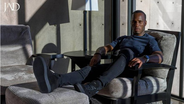 Didier Drogba indossa un paio di sneakers Jad