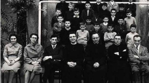 Foto di classe con il maestro Pietro Sabadini
