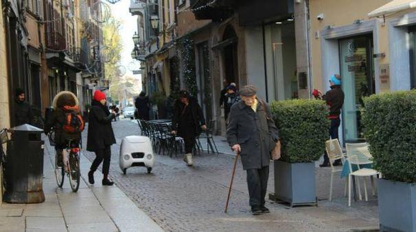 Yape al lavoro nel centro di Cremona