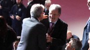 L'abbraccio tra Romano Prodi e Paolo Gentiloni (Ansa)