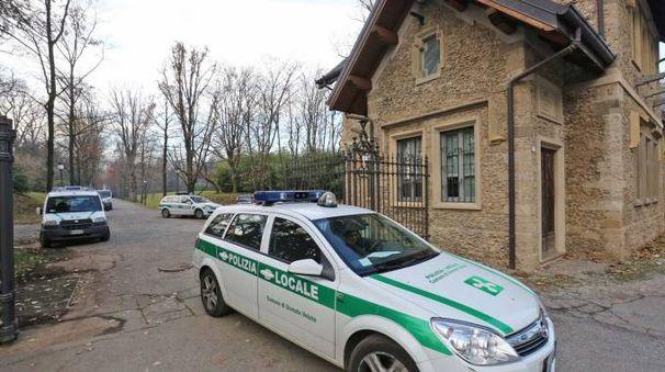 La polizia locale intervenuta nella villa dopo il grave incidente