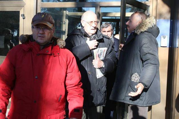 Processo ai contradaioli: folla davanti al trobunale (Foto Di Pietro)