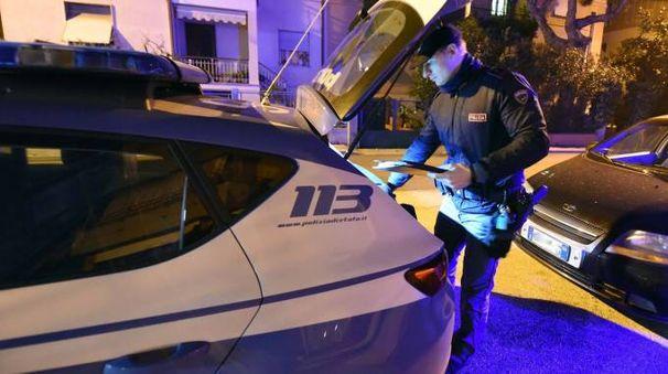 La volante del commissariato in via D'Annunzio (foto De Marco)