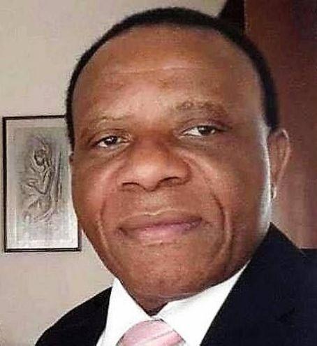 Il medico/direttore Augustine Iroatulam