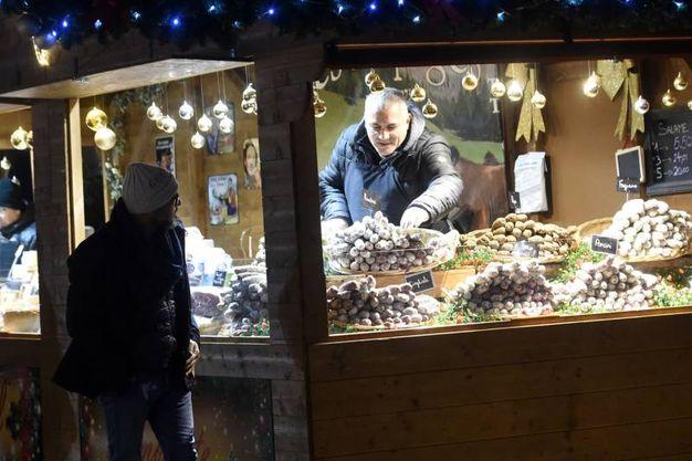 Le casette di legno ormai tradizionali restano aperte fino al 21 dicembre (foto Schicchi)
