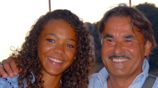 Isabò Barrak e l'avvocato Marco Corini nei momenti felici delle vacanze alle Seychelles