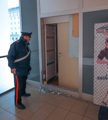I rilievi dei carabinieri (Fotoprint)