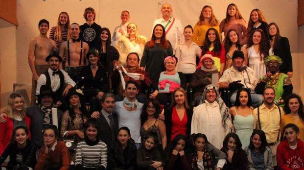 Il musical 'Mogli e buoi dei paesi tuoi' al teatro dei Rozzi