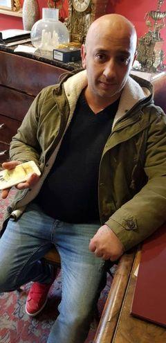E' accaduto al titolare di un Compro Oro in via Roma Giorgio Sciuto di 39 anni  (Foto Petrelli)